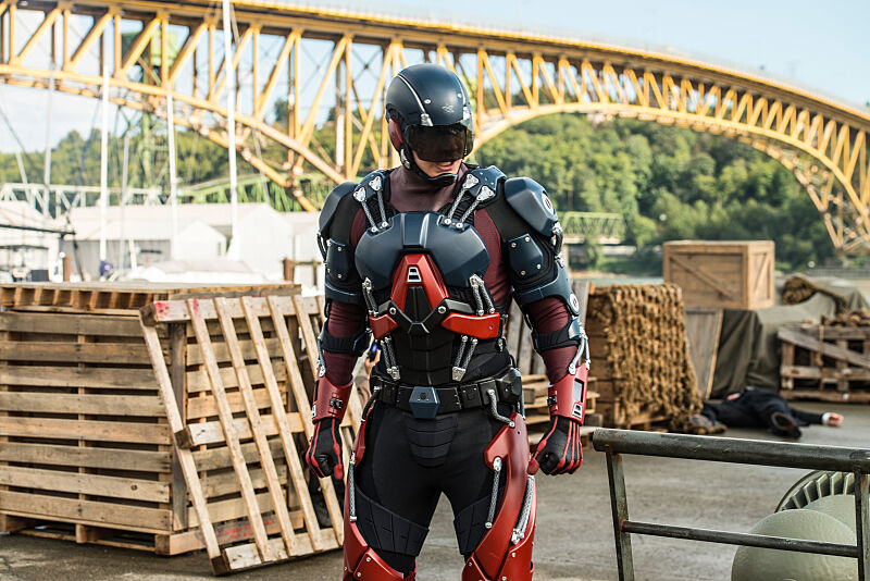 "DC's Legends of Tomorrow --""Out Of Time""-- Image LGN201A_0424.jpg Pictured: Brandon Routh as Ray Palmer/Atom -- Photo: Diyah Pera/The CW -- © 2016 The CW Network, LLC. All Rights Reserved."