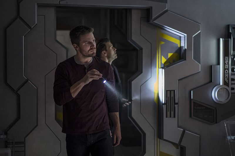 """DC's Legends of Tomorrow --""""Out Of Time """"-- Image LGN201b_0111.jpg Pictured (L-R): Stephen Amell as Oliver Queen and Nick Zano as Nate Heywood -- Photo: Robert Falconer/The CW -- © 2016 The CW Network, LLC. All Rights Reserved."""