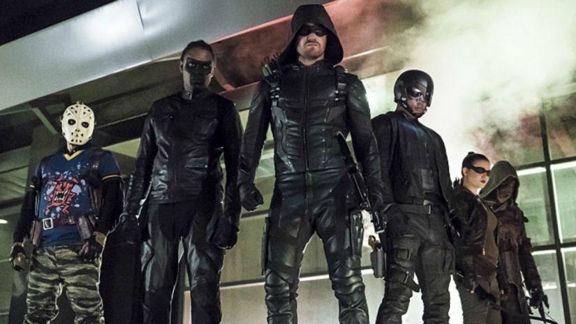 """Nie będzie nowych postaci w szóstym sezonie """"Arrow"""""""