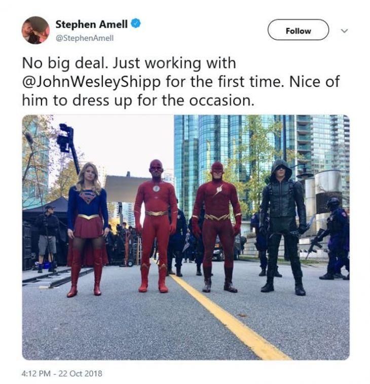 John-Wesley-Shipp-1990-Flash-Suit-in-Arrowverse-Crossover-Elseworlds