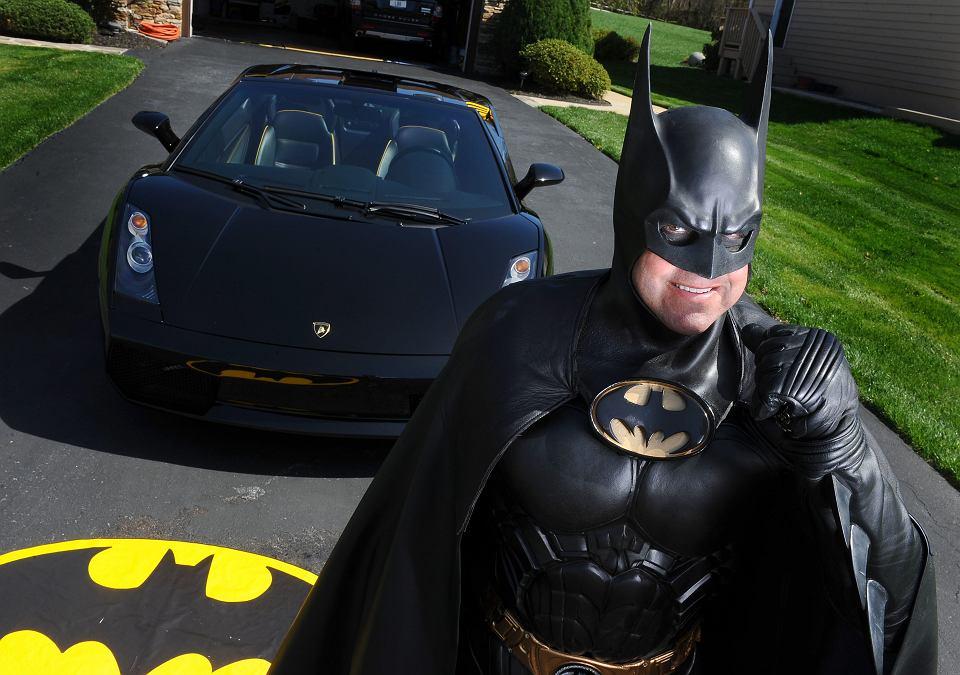z18585441V,Lenny-Robinson-w-przebraniu-Batmana