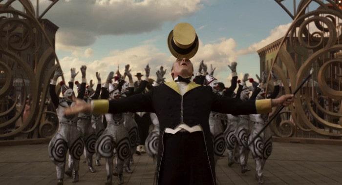 Parada przed cyrkiem w filmie Dumbo