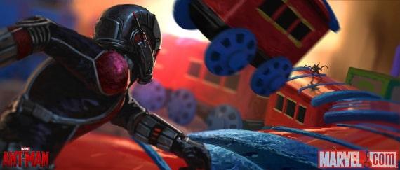 Ant-Man na zabawkowym pociągu