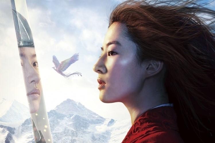 """Aktorska wersja """"Mulan"""" z międzynarodowym plakatem"""