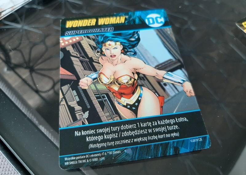 Gra karciana DC Pojedynek Superbohaterów - karta Wonder Woman