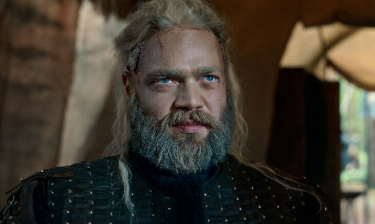 CURSED (L to R) JîHANNES HAUKUR JîHANNESSON as CUMBER THE ICE KING in episode 110 of CURSED Cr. COURTESY OF NETFLIX © 2020