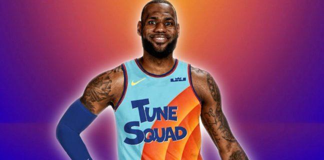 Kosmiczny mecz 2: LeBron James w koszulce drużyny Tune Squad.